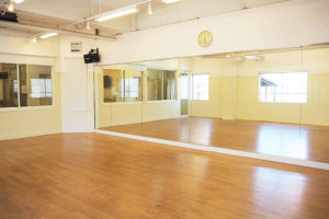 福岡のレンタルスタジオ・貸し会場ならドットカラー