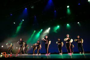 ドットカラーダンスの発表会でダンスをする村上あずさのヒップホップクラス