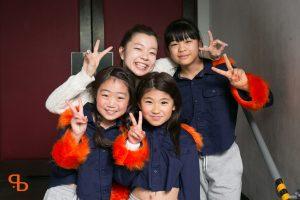 ドットカラーダンスの発表会でダンスをする村上あずさの小学生ヒップホップクラス