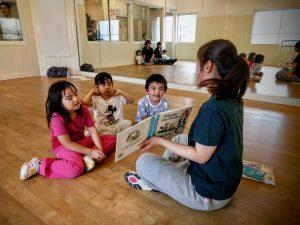 ドットカラーダンススタジオ英語でダンス実施写真