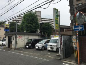 ドットカラーダンススタジオに近い六本松の駐車場の写真