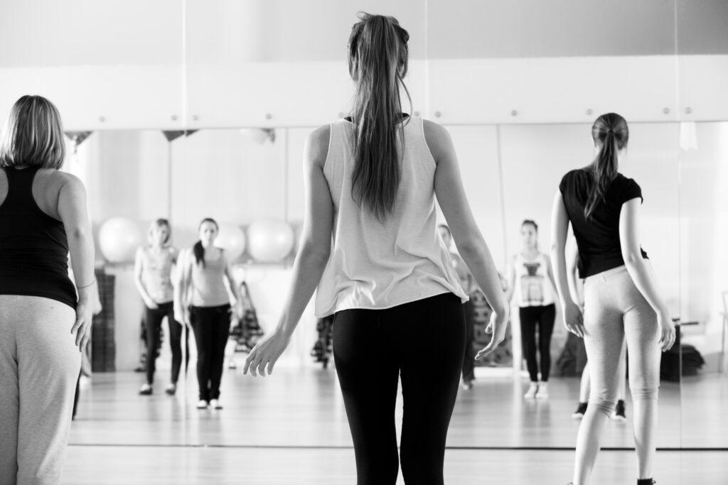 【レッスン紹介】カッコよくセクシーに踊りたい方へ。社会人・ダンス初心者さんも大歓迎!CHIIKAガールズクラスをご紹介!
